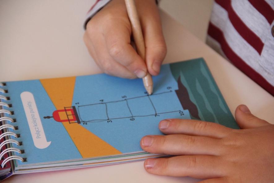 Gry edukacyjne dla dzieci_połącz kropki