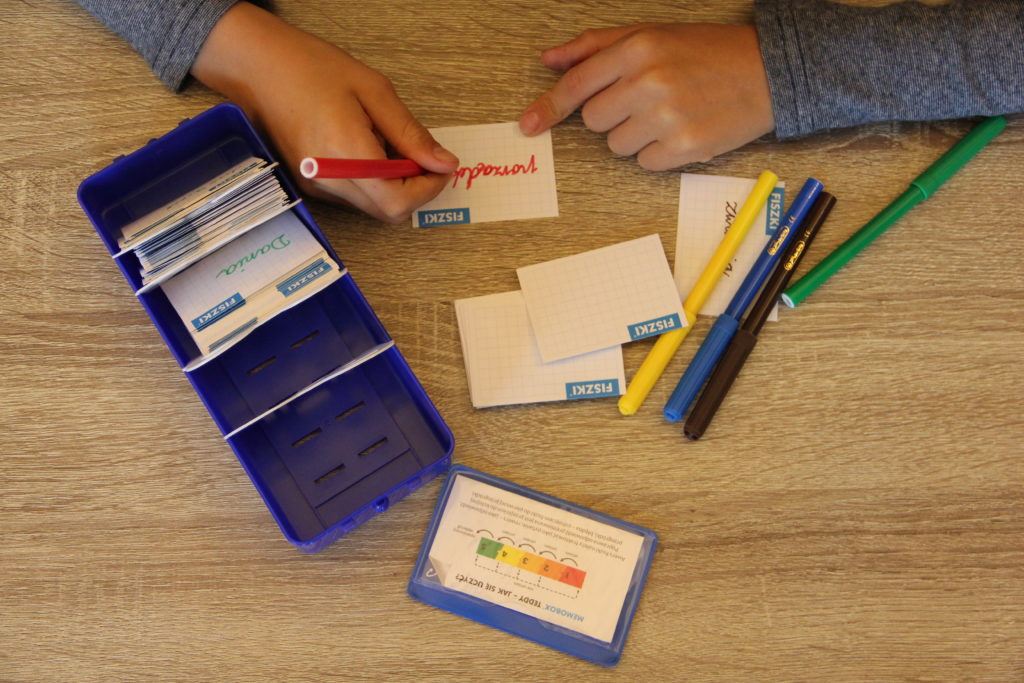 nauka z fiszek i pudełka memobox