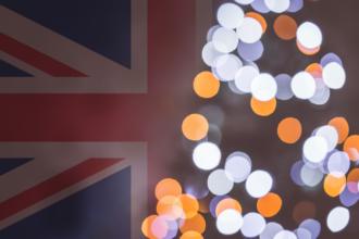 choinka na tle brytyjskiej flagi