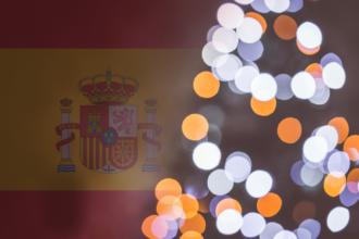 choinka na tle hiszpańskiej flagi
